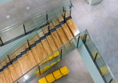 ビル内部 階段