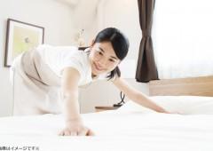 ベッドメイク女性②