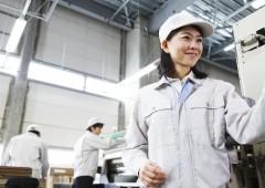 工場 女性 作業②