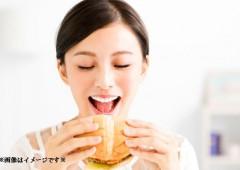 ハンバーガー 食べる美女(修正)