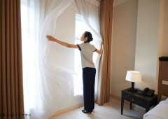Adjusting curtains