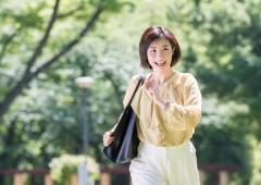 私服 女性 単独 背景有り (17)