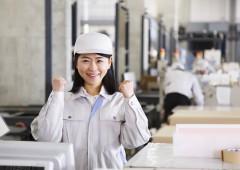 工場 女性 ガッツポーズ