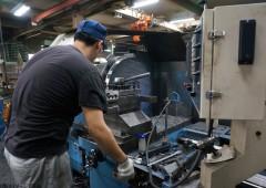 工場 製造作業 男性 (3)