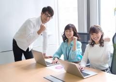 オフィスワーク 男女 (4)