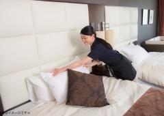ホテル清掃 ベッドメイキング 女性 (12)