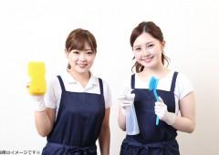 清掃作業 若い女性2人
